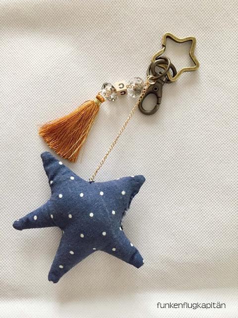 Schlüsselanhänger mit Quaste, Perlen und Stoffstern