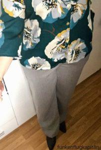 Bluse und eine weite Hose